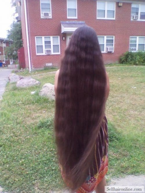 10 yrs old girl sells her beautiful hair
